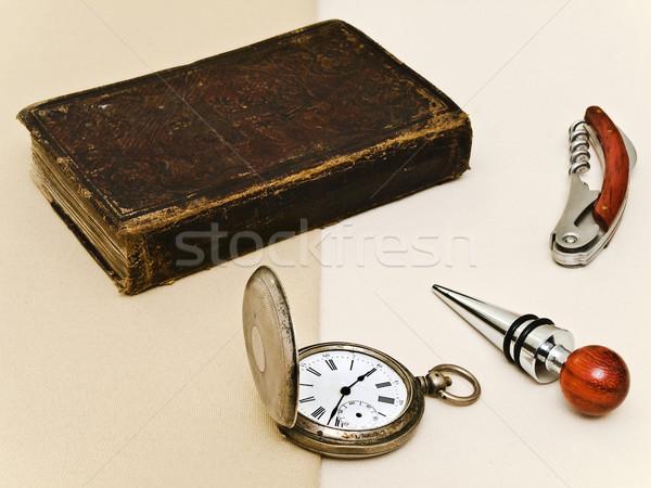 Velho relógio de bolso velho livro outro cavalheiro coisas Foto stock © SRNR