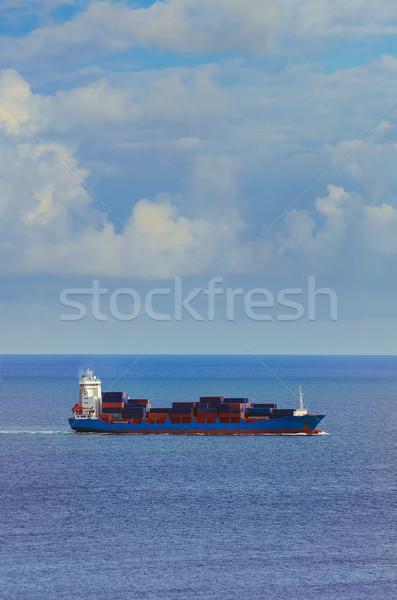 Navio porta-contentores preto mar água barco navio Foto stock © SRNR