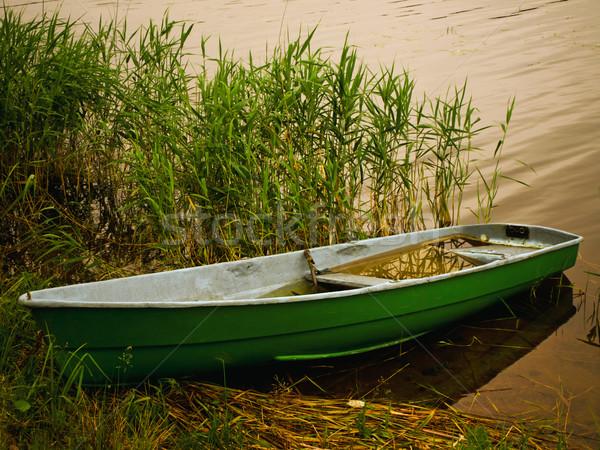 Remo barco lago costa río tiempo Foto stock © SRNR