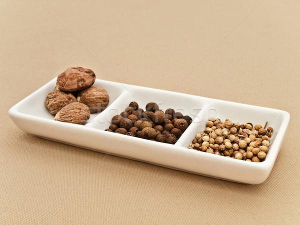 Koriander feketebors magok szerecsendió tányér bézs Stock fotó © SRNR