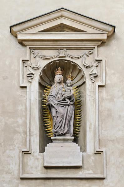 Vergine statua Cristo bambino chiesa muro Foto d'archivio © SRNR