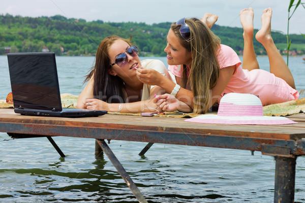 Tatil iki genç kadın iskele su Stok fotoğraf © Steevy84
