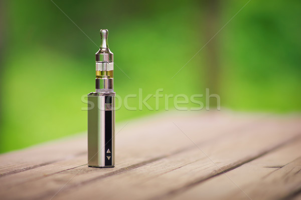 アジャスタブル 電子 たばこ 代替案 喫煙 顔 ストックフォト © Steevy84