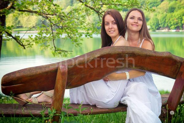 Tadını çıkarmak yaz iki genç kadın oturma bank Stok fotoğraf © Steevy84