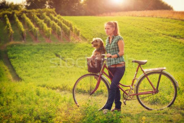 Barátság fiatal nők vidék kutya nő boldog Stock fotó © Steevy84