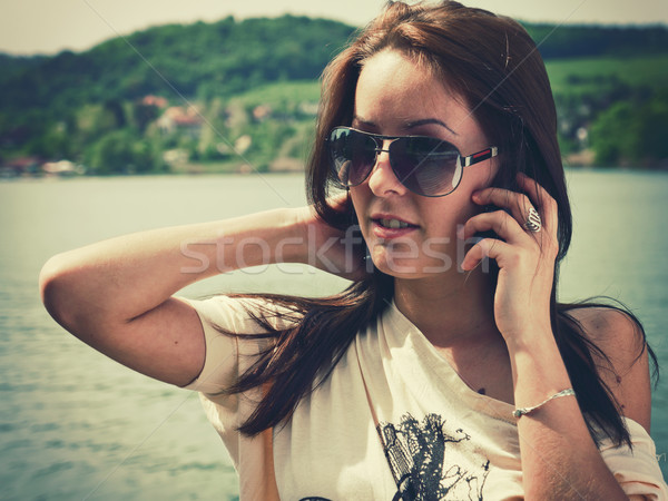 çağrı plaj retro tarzı fotoğraf genç kadın Stok fotoğraf © Steevy84