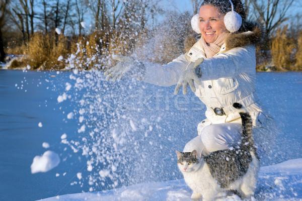 Kadın oynama kedi güzel kız kar Stok fotoğraf © Steevy84