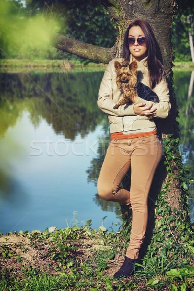 Arkadaşlar park güzel genç kadın ayakta köpek Stok fotoğraf © Steevy84