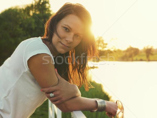 Güzellik gün batımı genç kadın ayakta küçük köprü Stok fotoğraf © Steevy84