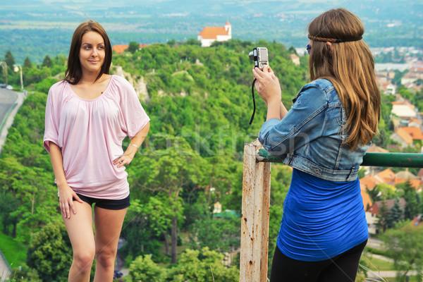 Turist genç kadın fotoğraf güzel kız arkadaş Stok fotoğraf © Steevy84