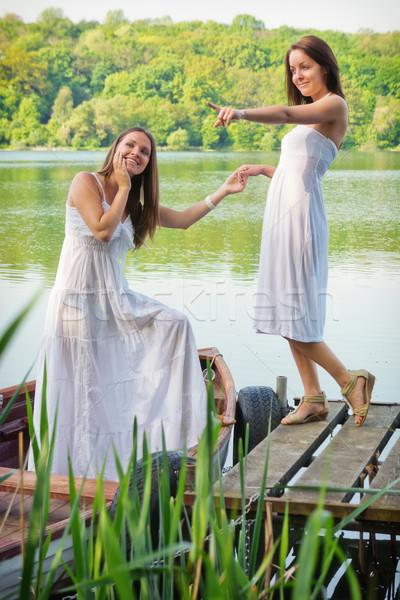 Kızlar tatil iki güzel genç kadın kız Stok fotoğraf © Steevy84