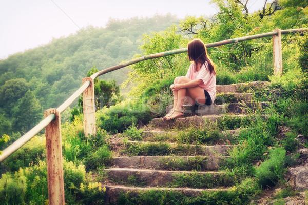 Voor altijd alleen jonge vrouw vrouw bos Stockfoto © Steevy84