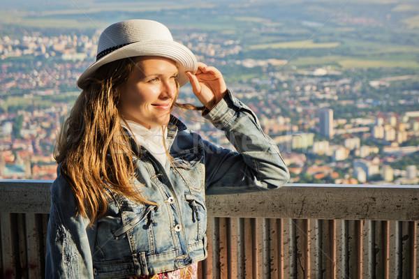 Görmek kule güzel genç kadın ayakta tadını çıkarmak Stok fotoğraf © Steevy84