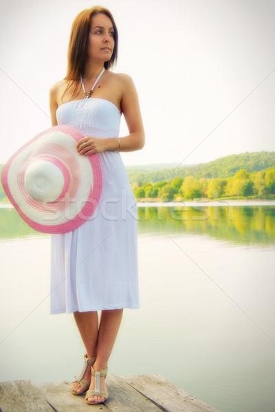 Kız güzel genç kadın ayakta kenar iskele Stok fotoğraf © Steevy84