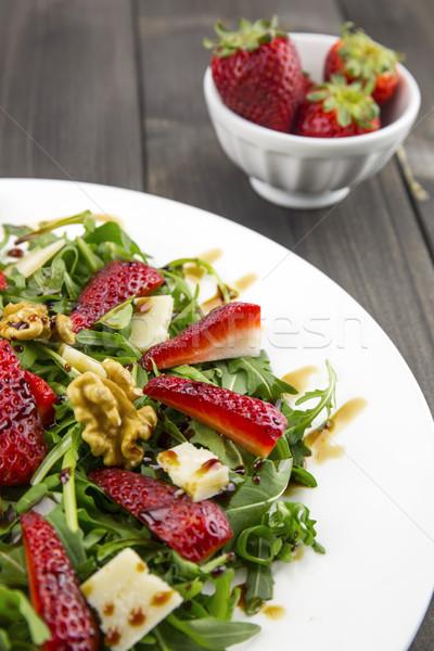 Primavera ensalada fresas cohete queso parmesano vinagre balsámico Foto stock © stefanoventuri