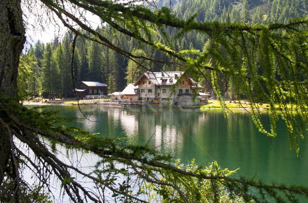 Schronisko wysoki górskich jezioro niebo wody Zdjęcia stock © stefanoventuri