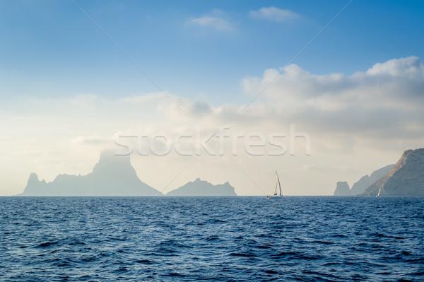 Yate rocas niebla mar vela barco Foto stock © Steffus