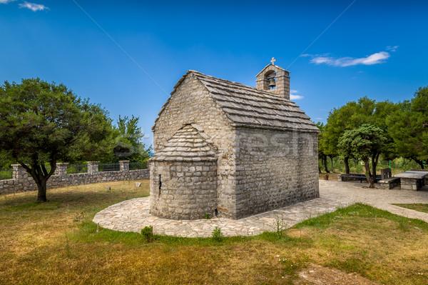 Küçük eski küçük kilise taş kilise tipik Stok fotoğraf © Steffus