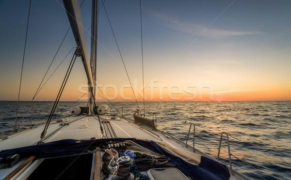 Stock fotó: Vitorlázik · naplemente · megfigyelés · csónak · fedélzet · nap