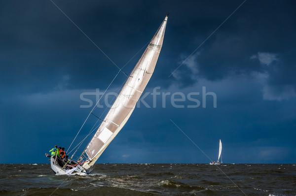 żeglarstwo ciężki pogoda jacht burzliwy ciemne Zdjęcia stock © Steffus