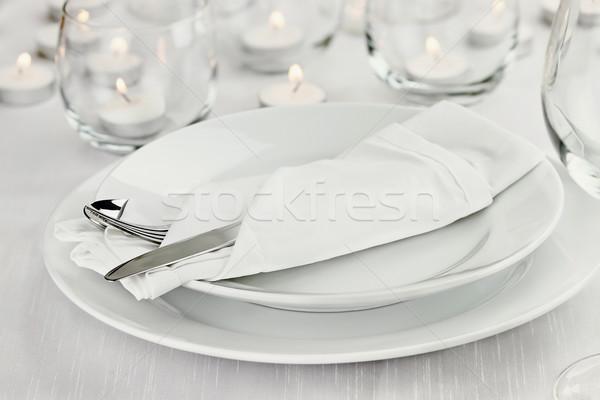 Foto stock: Romântico · luz · de · velas · tabela · longo · haste · rosa · vermelha