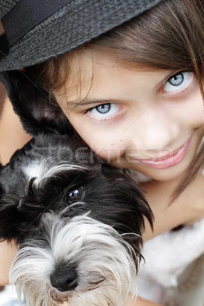 Hermosa niña cachorro joven mirando directamente cámara Foto stock © StephanieFrey