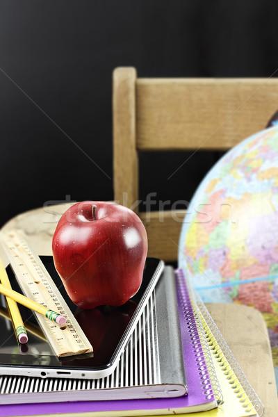 яблоко школьные принадлежности красное яблоко таблетка сидят антикварная Сток-фото © StephanieFrey