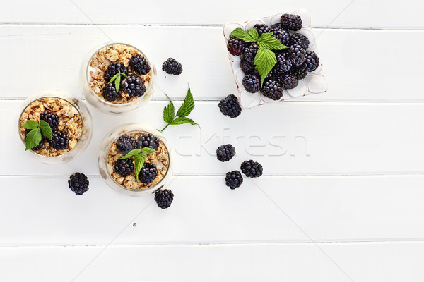BlackBerry griego yogurt granola frescos Foto stock © StephanieFrey