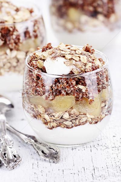 Foto stock: Vermelho · três · maçãs · iogurte · granola