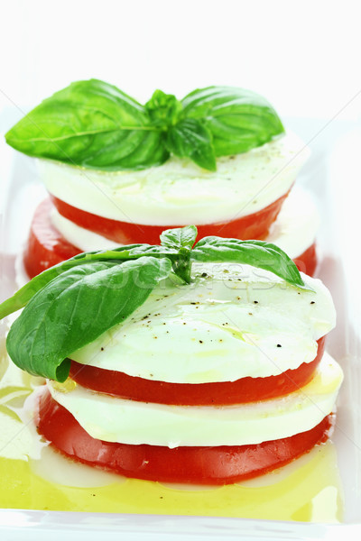 Caprese salade heerlijk mozzarella kaas vers basilicum Stockfoto © StephanieFrey