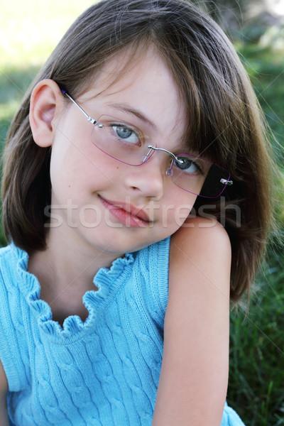 Kind bril meisje naar rechtstreeks Stockfoto © StephanieFrey