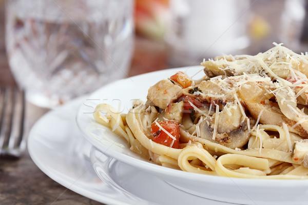 Frango frango grelhado tomates cogumelos queijo parmesão Foto stock © StephanieFrey