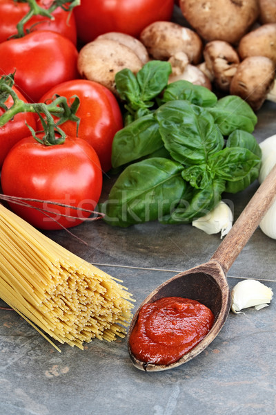 Spaghetti sos świeże składniki makaronu bazylia Zdjęcia stock © StephanieFrey