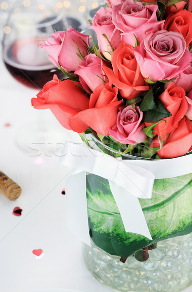 Bouquet roses romantique table mise au point sélective fleurs Photo stock © StephanieFrey