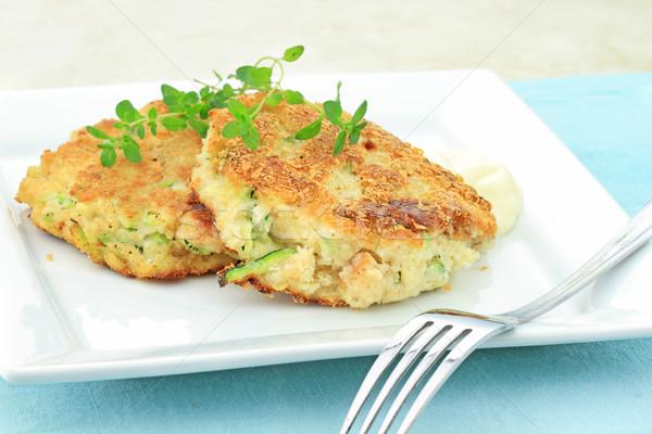 Zucchini Krabbe Kuchen gesunden Vegetarier serviert Stock foto © StephanieFrey