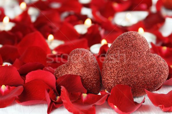 Stockfoto: Twee · valentijnsdag · harten · kaarsen · rozenblaadjes · witte