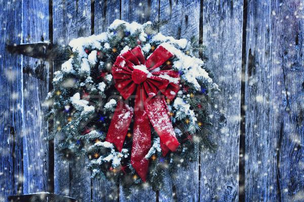Rustiek christmas krans oude verweerde deur Stockfoto © StephanieFrey