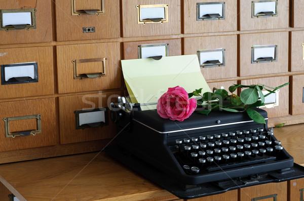 Zdjęcia stock: Starych · maszyny · do · pisania · biblioteki · wzrosła · list · czarny