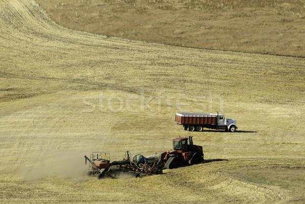çalışma alanları çiftçi alan traktör bir Stok fotoğraf © stockfrank