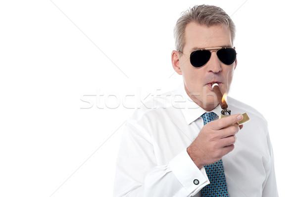 érett üzletember dohányzás szivar idős világítás Stock fotó © stockyimages