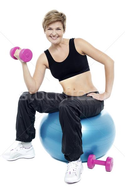 женщину сидящий фитнес мяча гантели улыбаясь Сток-фото © stockyimages