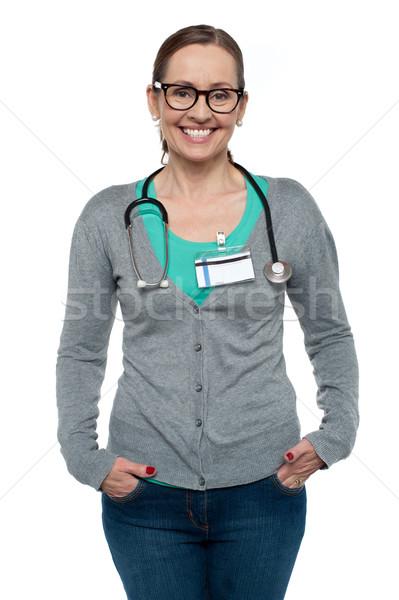 Zdjęcia stock: Przepiękny · lekarz · stwarzające · stetoskop · około · szyi