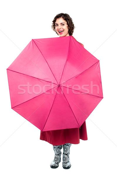 Derűs nő játékos esernyő csinos nő mögött Stock fotó © stockyimages