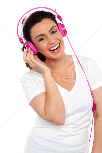 ストックフォト: 小さな · 笑顔の女性 · 音楽を聴く · プロファイル · ショット