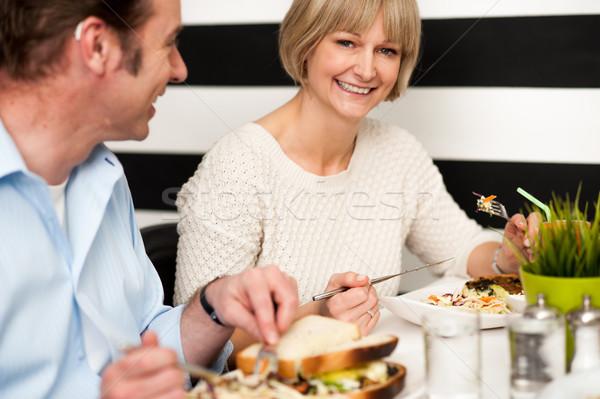 Pár élvezi vegetáriánus egészséges reggeli öreg Stock fotó © stockyimages