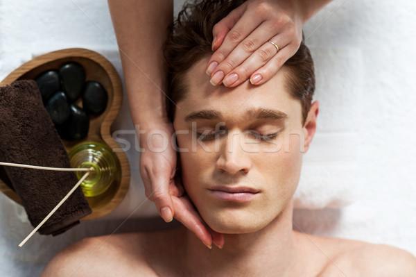 Masseuse massage spa salon man lichaam Stockfoto © stockyimages