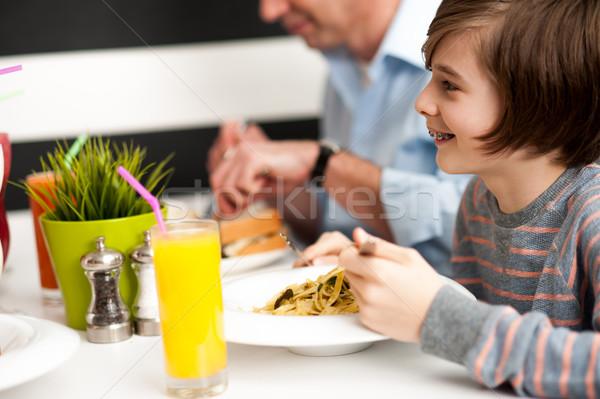 Apa fiú étterem derűs élvezi reggeli Stock fotó © stockyimages