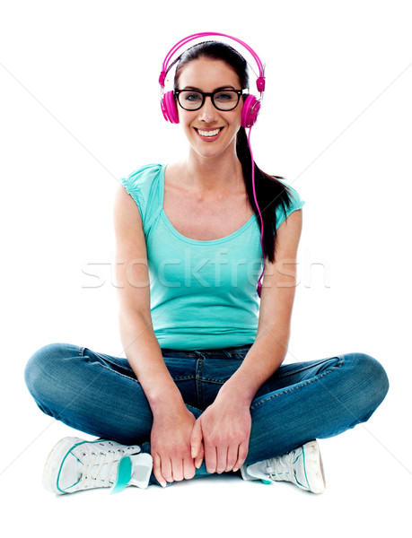 ストックフォト: 代 · 座って · 階 · リスニング · 音楽