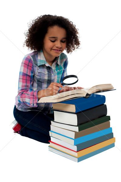 Zdjęcia stock: Mały · mój · książki · dziewczynka · czytania · lupą
