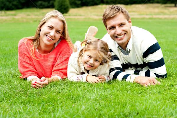 Jóvenes familia tres feliz día aire libre Foto stock © stockyimages